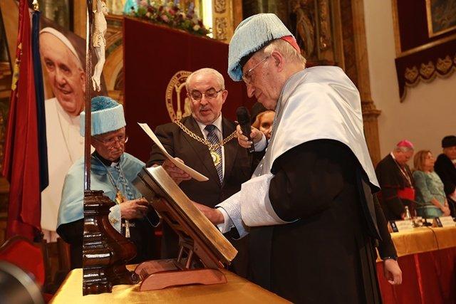 Fotografías De La Ceremonia De Investidura Del Cardenal Rouca Valera Como Doctor