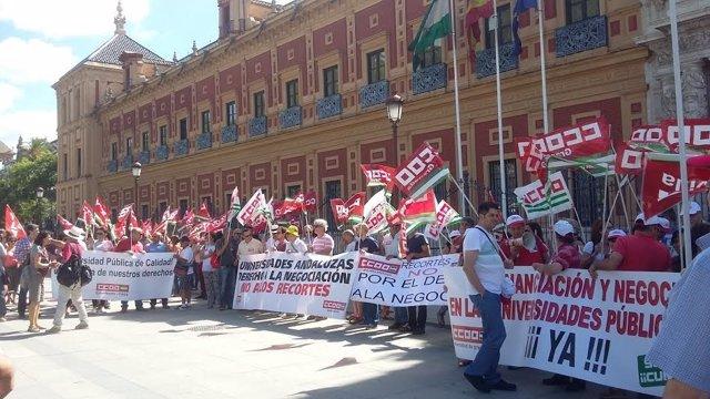 Manifestación de CCOO en San Telmo por una nueva financiación universitaria