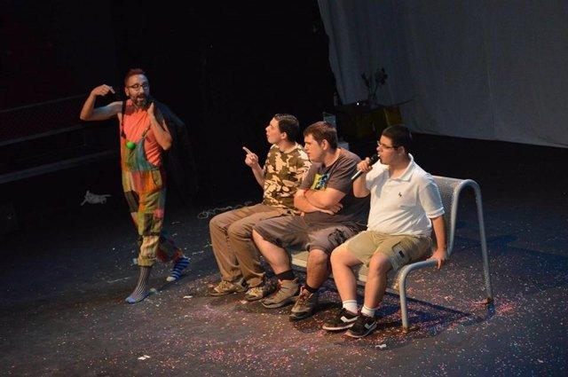 Exito de 'Viaje a ninguna parte', obra interpretada por personas con autismo