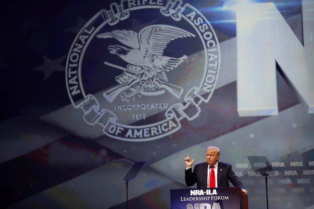 Donald Trump en un acto de la Asociación Nacional del Rifle (NRA)