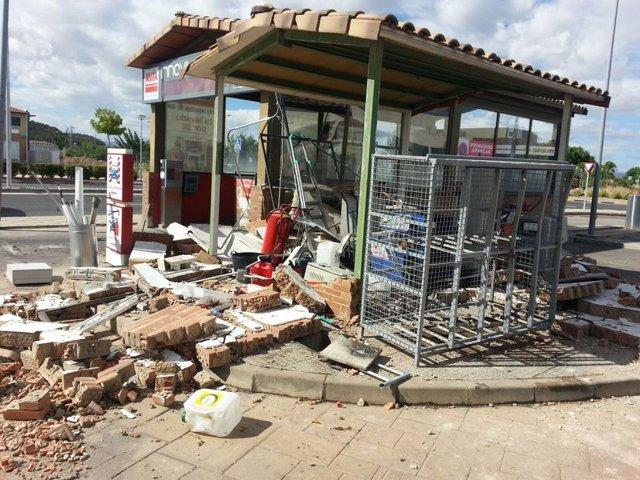 La fuerte explosión ha derribado las paredes del local afectado