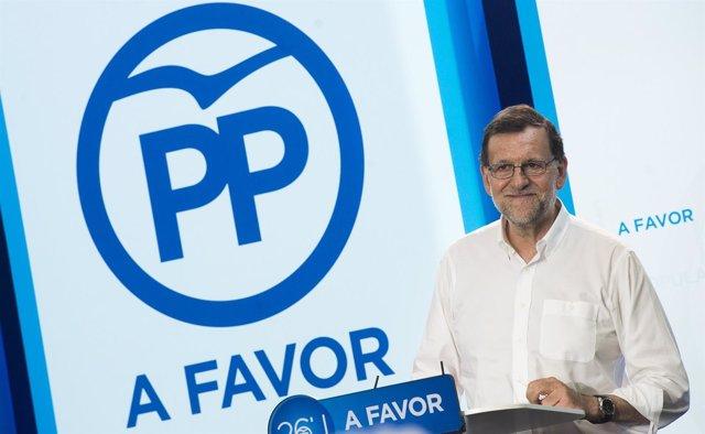 Rajoy en un acto electoral con militantes y afiliados en Murcia