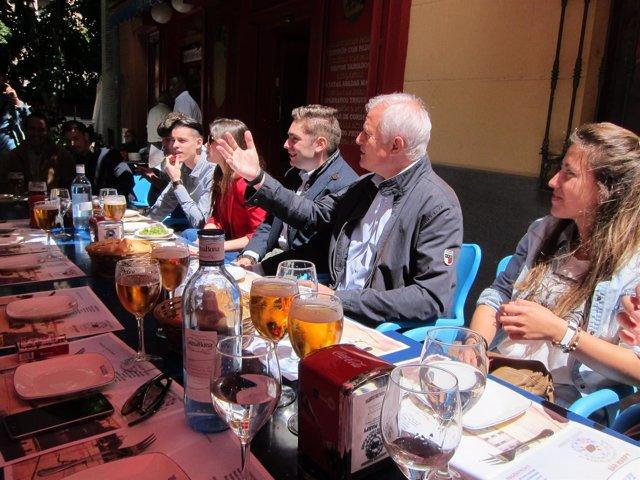 Reunión del PP con los jóvenes en Zaragoza.