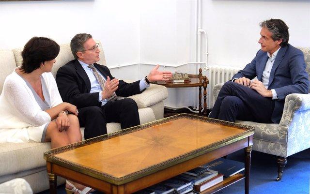 El  alcalde con el doctor Pedro Prada