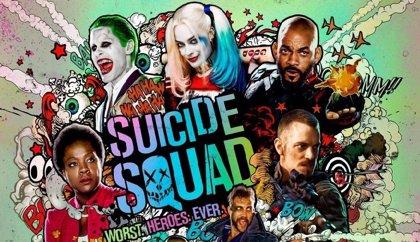 Explosivo póster de Escuadrón Suicida con Joker, Harley Quinn y compañía