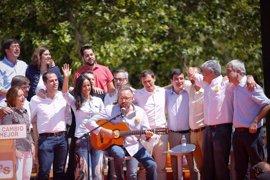 Girauta se lanza a cantar 'Mediterráneo' en el acto central de campaña de Ciudadanos