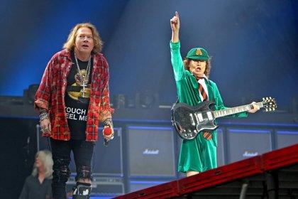 Axl Rose añora cantar con AC/DC