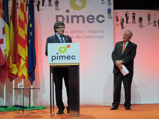 El presidente de la Generalitat, Carles Puigdemont, y el de Pimec, Josep Gonzále