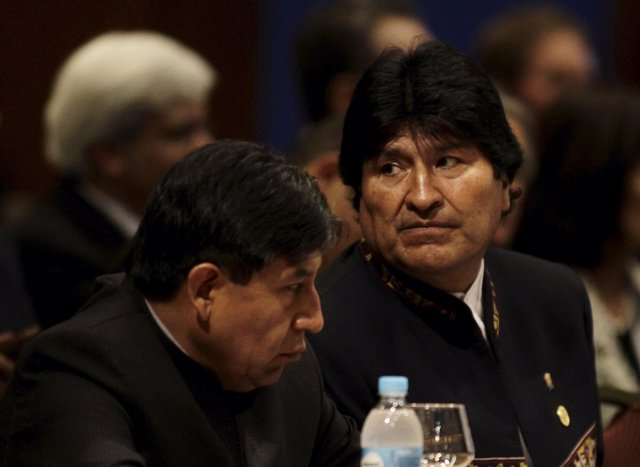 Bolivia's President Morales and his Foreign Minister Choquehuanca attend a sessi