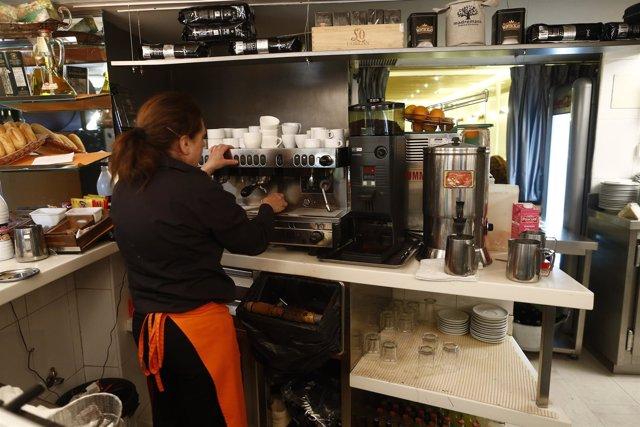Trabajador, Trabajando, Camarero, Bar, Autónomo, Consumo, Cafetería