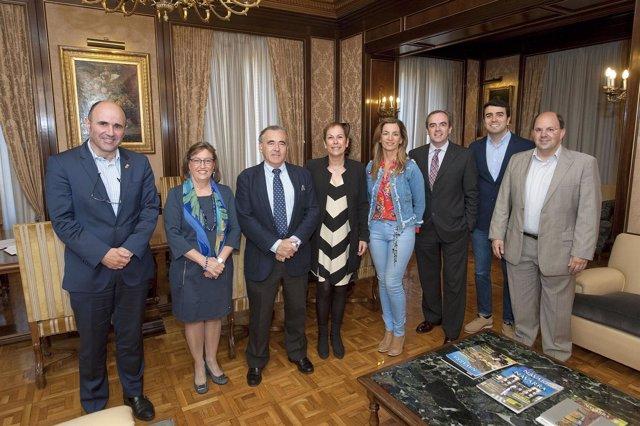 Barkos y Ayerdi con los representantes de Adefan