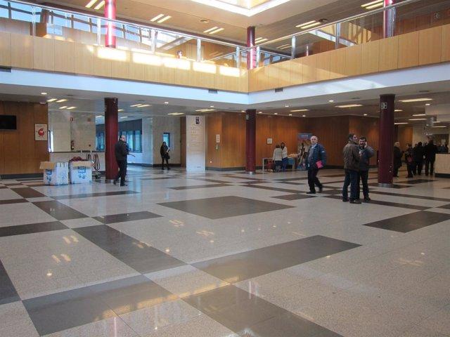 Hall principal del Hospital Clínico de Santiago