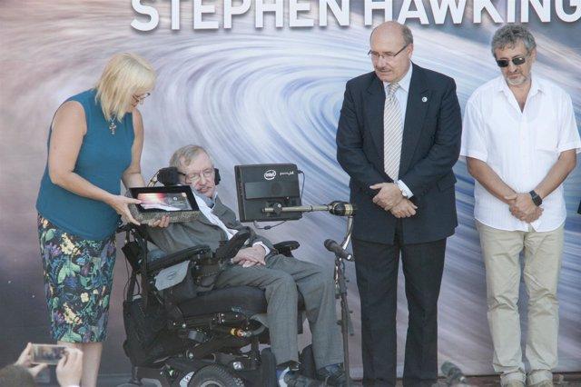Stephen Hawking recibe el título de Profesor Honorario del IAC