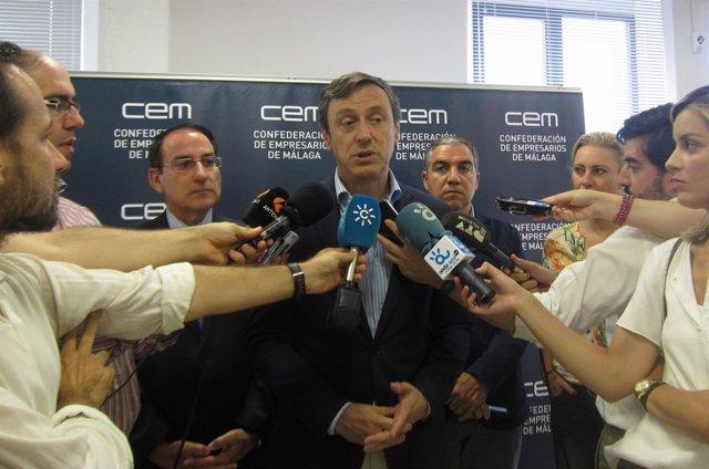González de Lara, Rafael Hernando, Elías Bendodo y Carolina España