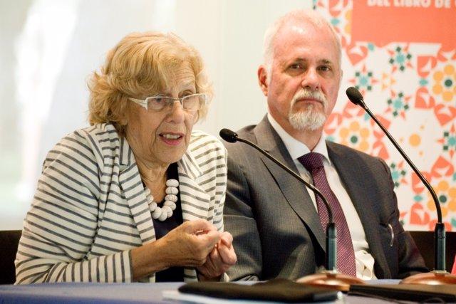 Manuela Carmena con el presidente de la Feria del Libro de Guadalajara