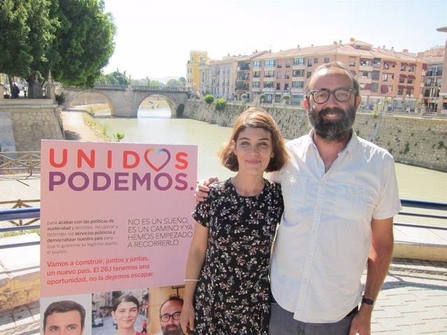 Magdalena Martínez Bode y José Daniel Espejo, durante el contacto informativo