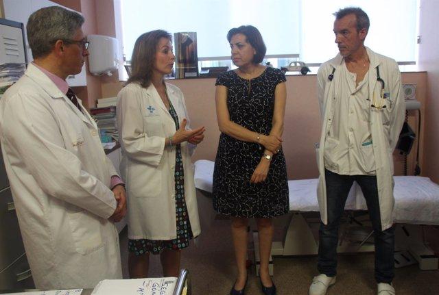 Guillén visita la Unidad Multidisciplinar de ELA del hospital Santa Lucía