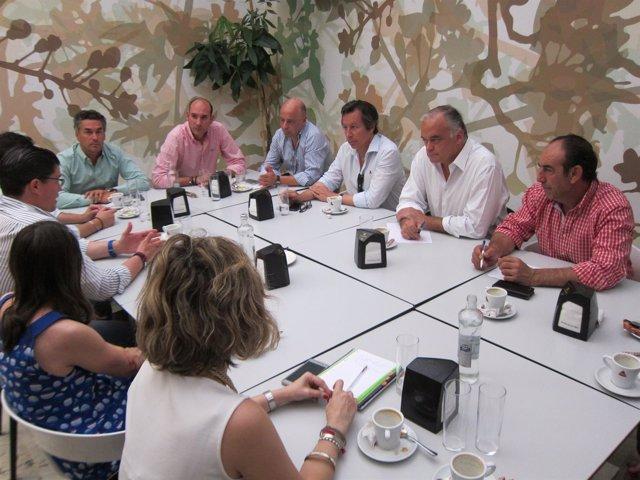 Reunión de González Pons con jóvenes empresarios extremeños