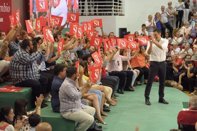 Pedro Sánchez en un mitin en Málaga