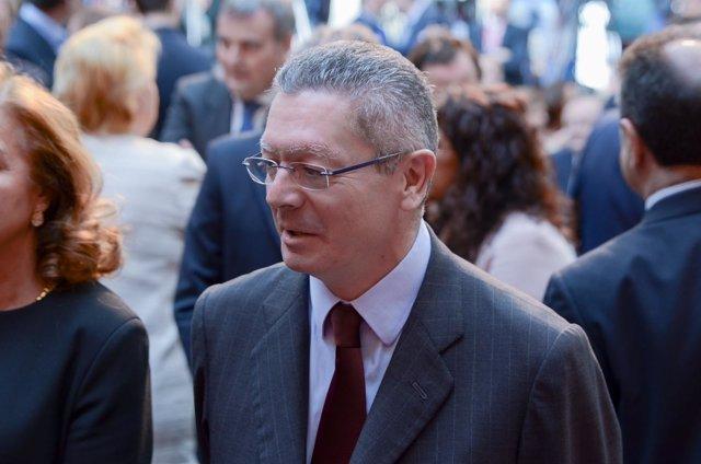 Alberto Ruiz-Gallardón asiste a las condecoraciones del acto del 2 de Mayo
