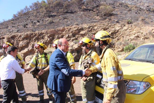 FOTO/El Presidente De La Comunidad Visita La Zona Afectada Por El Incendio De El