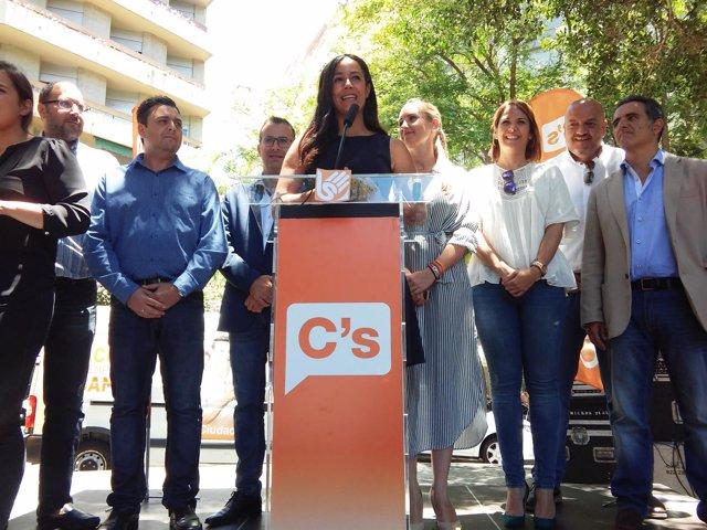 Begoña Villacís en un acto de campaña en Tenerife