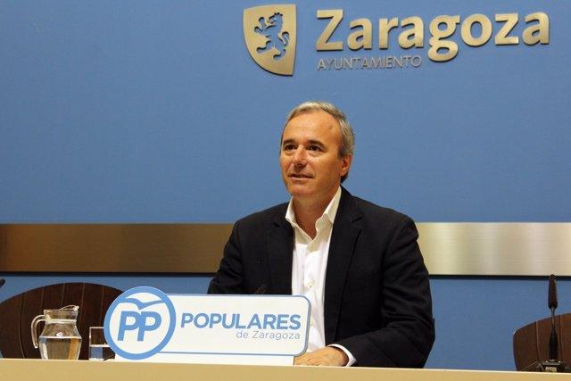 El portavoz del PP en el Ayuntamiento, Jorge Azcón, hoy en rueda de prensa