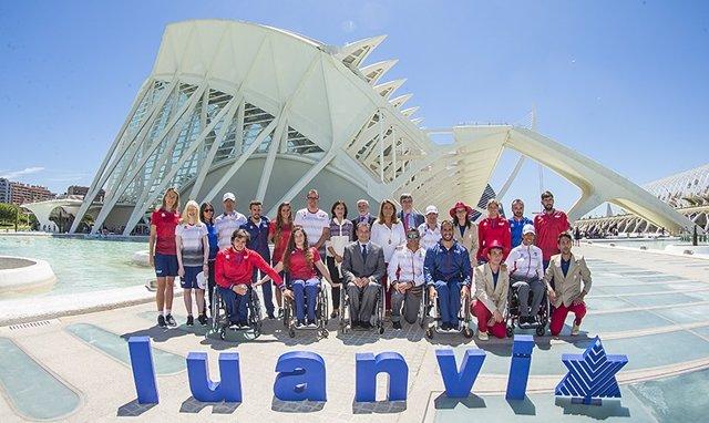Presentación de los uniformes del equipo paralímpico español para Río