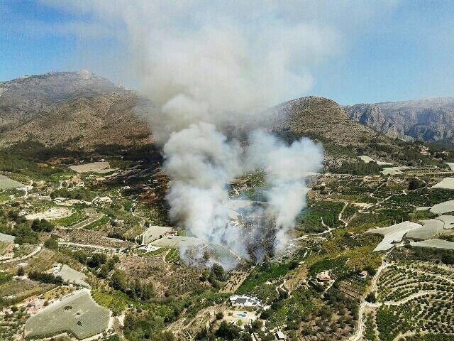 El incendio se ha declarado esta mañana en la partida rural del Onaer