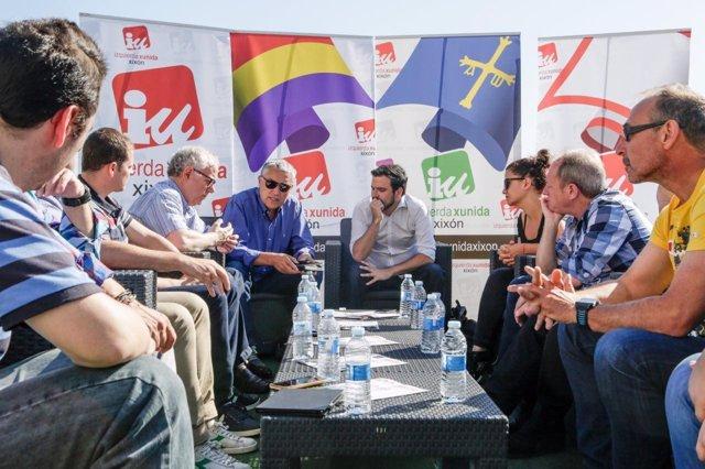 Alberto Garzón y González Orviz reunidos con trabajadores de Arcelor Mittal