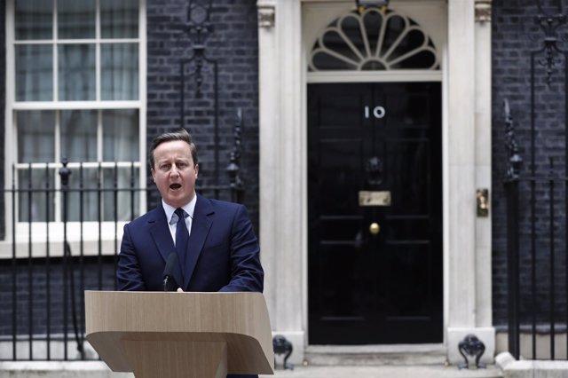 El primer ministro británico, David Cameron, habla en Downing Street