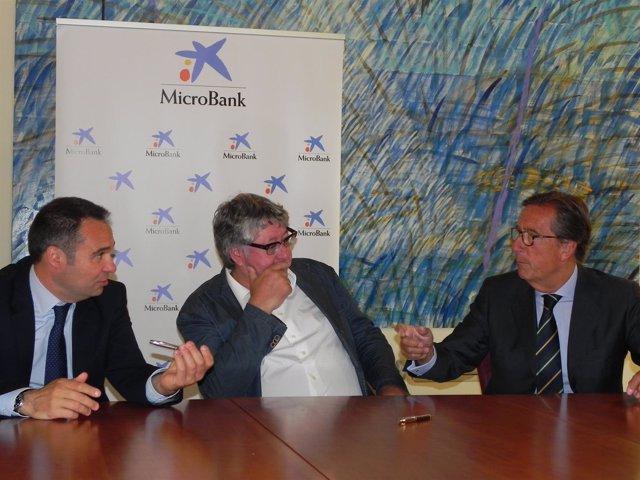 Microbank Firma Un Conveni Amb Procornellà Per Promoure L'activitat Emprenedora