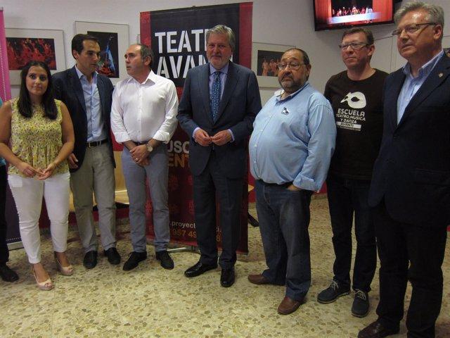 Íñigo Méndez de Vigo en el Teatro Avanti con Nieto y Jurado