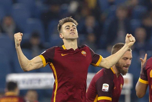 Stephan El Shaarawy celebra un gol con la Roma