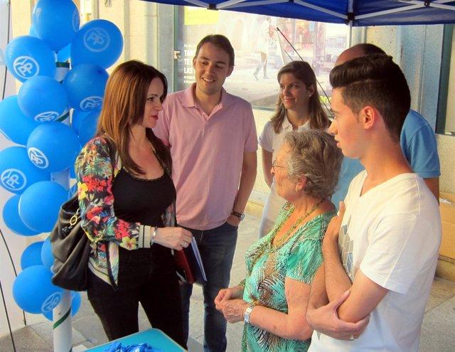 Silvia Clemente en la carpa electoral del PP en Salamanca