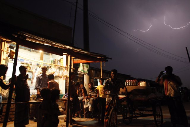 Tormenta eléctica en Bangladesh