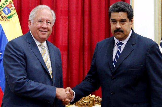 Maduro recibe al enviado de Estados Unidos, Thomas Shannon