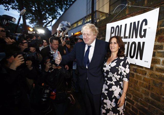 El exalcalde de Londres Boris Johnson vota en el referéndum