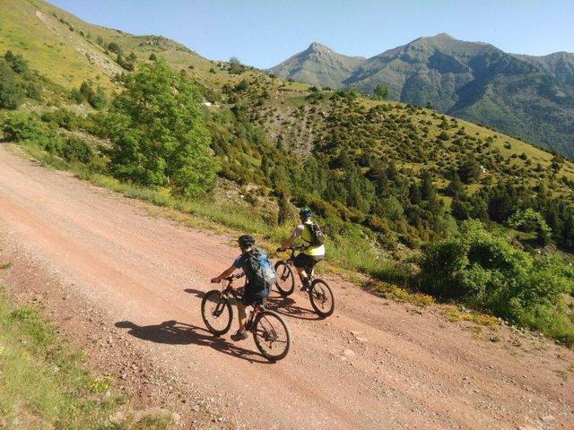 Touroperadoras británicas visitan las opciones BTT en Aragón