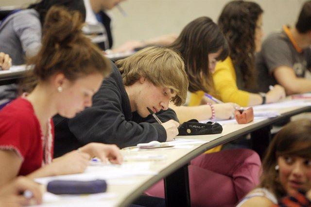 Alumnos durante las pruebas de Selectividad del año pasado.