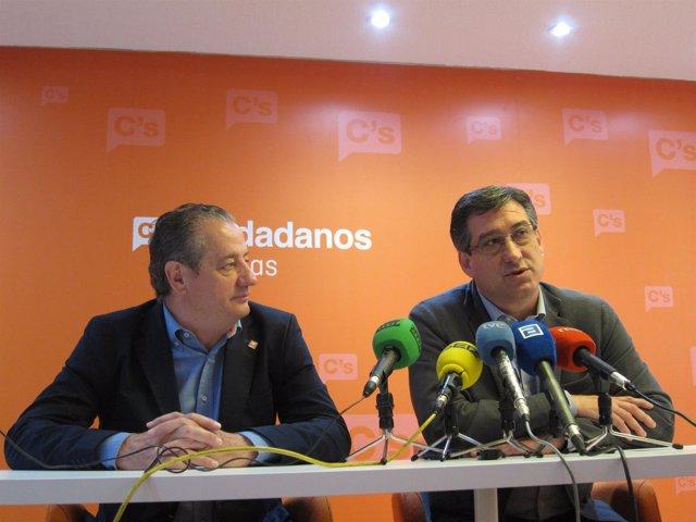 García (izquierda) y Prendes, durante la rueda de prensa.