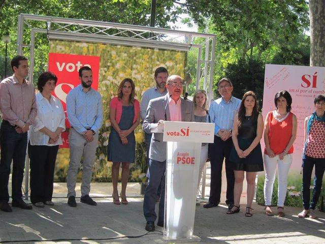 Lambán, en un acto de campaña electoral del PSOE hoy en el Parque Bruil