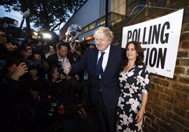 """Johnson elogia a Cameron y dice que Reino Unido no dará """"la espalda"""" a Europa"""