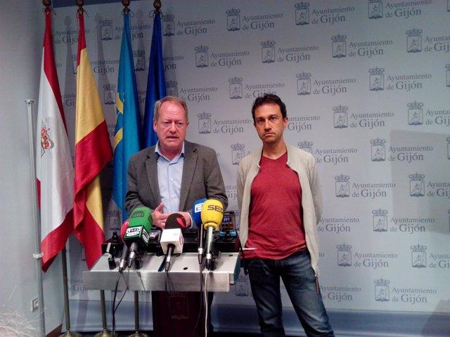 El portavoz de IU en el Ayuntamiento de Gijón, Aurelio Martín, y Ovidio Zapico