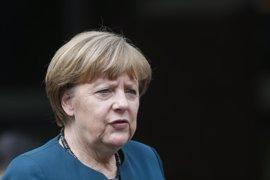 """Merkel ve a la UE """"suficientemente fuerte"""" y cita en Berlín a Hollande, Renzi y Tusk"""