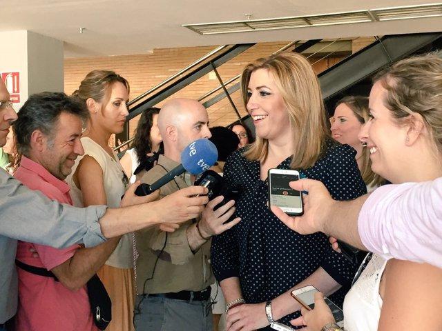 Susana Díaz, atiende a los medios en Camas (Sevilla)