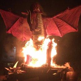 Carballo (A Coruña) celebra su San Juan con la quema de figuras en las hogueras