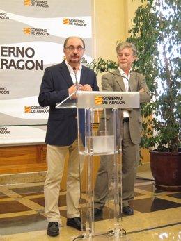 Javier Lambán y Pedro Santisteve, en su comparecencia en el edificio Pignatelli
