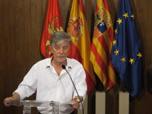 El alcalde de Zaragoza, Pedro Santisteve, hoy en el Ayuntamiento