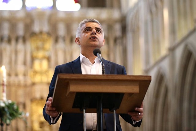 Sadiq Khan toma juramento como alcalde de Londres